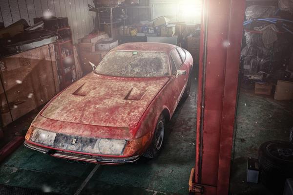 Убитый Феррари в гараже