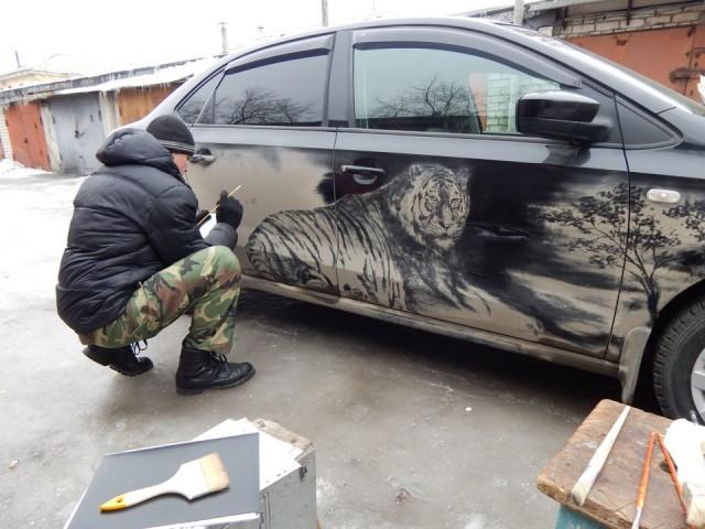 Нарисованный тигр на автомобиле