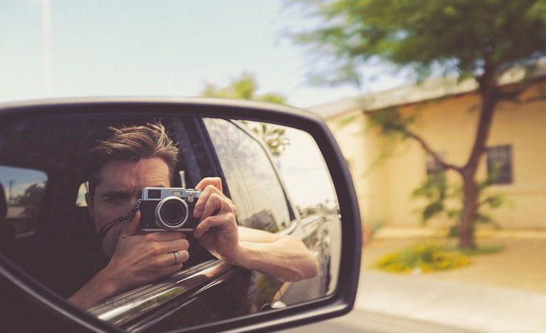 Водитель фотографирует