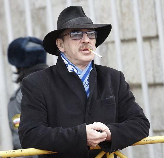 Михаил Боярский в шляпе и с сигаретой
