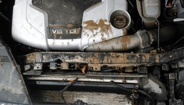 Грязные внутренние детали авто