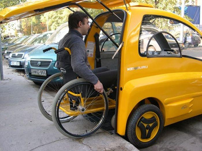 Инвалид въезжает в авто Кенгуру