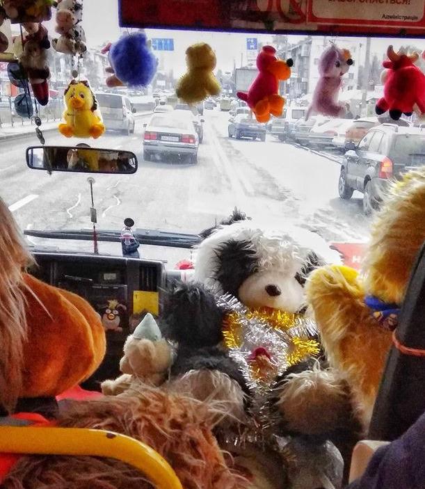 Куча игрушек в киевской маршрутке