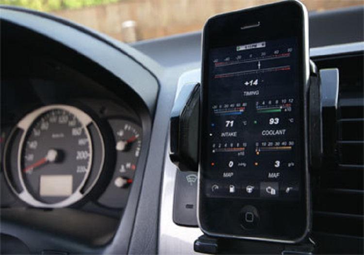 Смартфон и руль