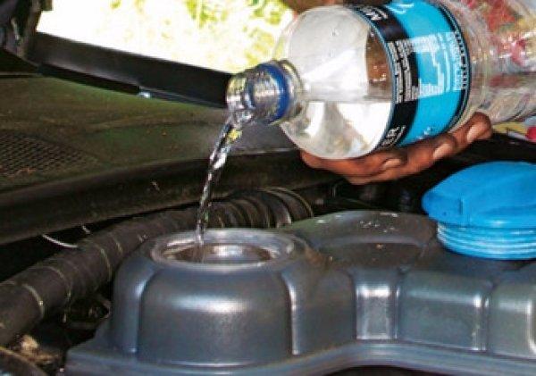Долив воды в радиатор авто