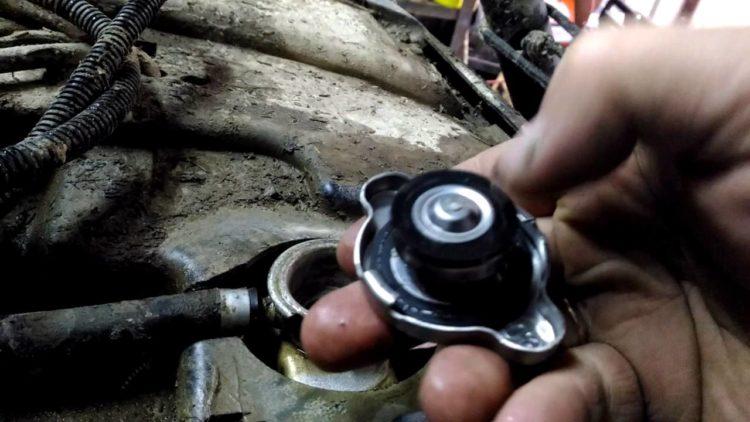 Предохранительный клапан радиатора авто