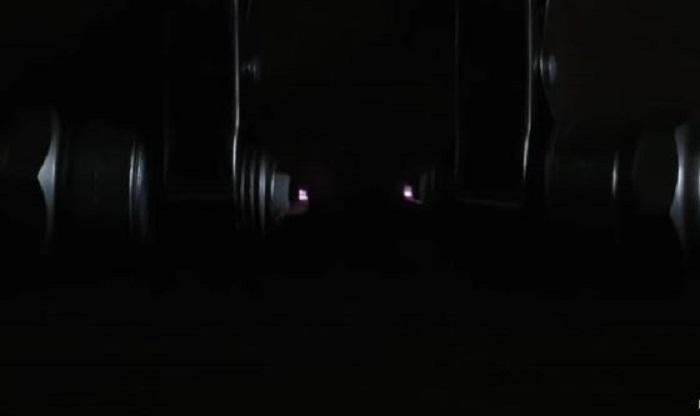 Две искры от свечей зажигания