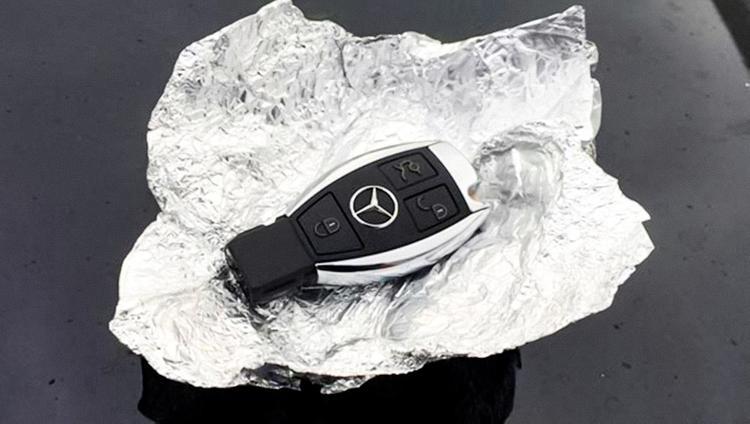 Ключ от авто в фольге