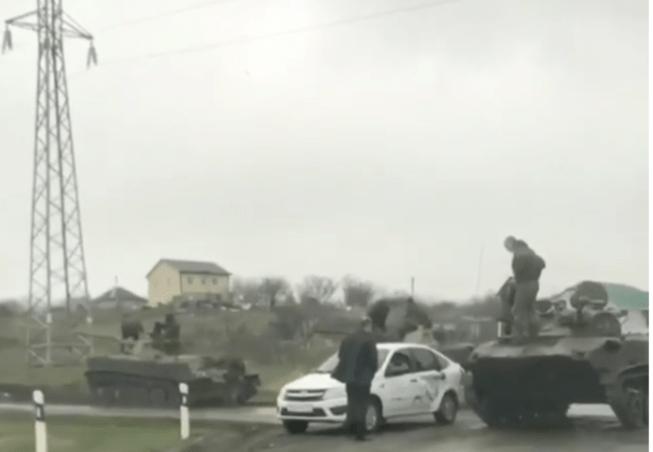 Танк врезался в бок легкового авто