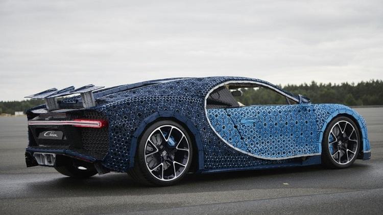 Bugatti Chiron из Лего