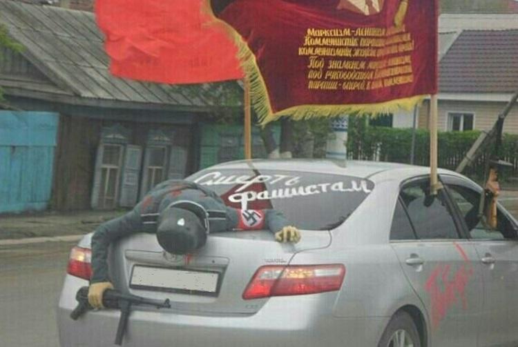 Машина с манекеном немца