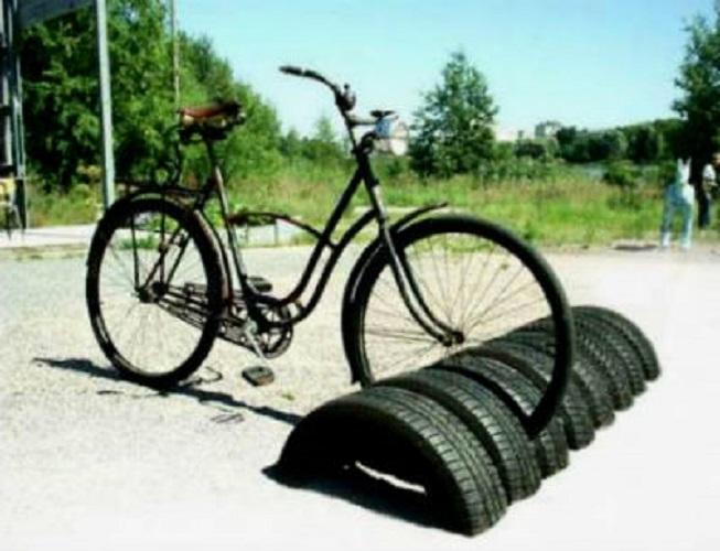 Подставка из покрышек для велосипеда