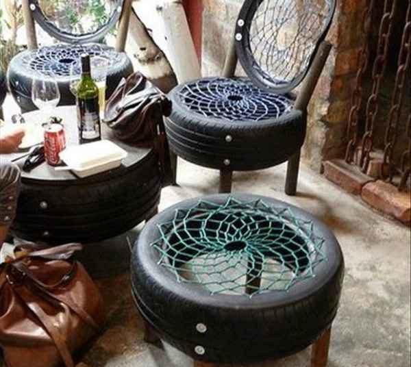 Стулья и столик из шин