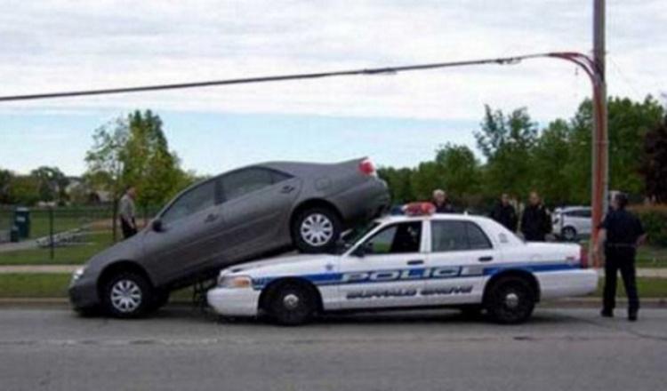 Авто на полицейской машине