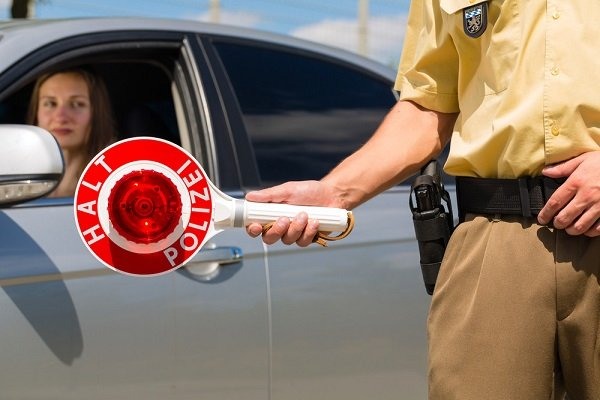Полицейский с жезлом в Германии