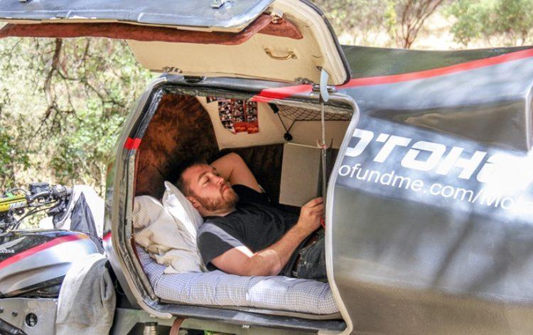 Джереми Кармэн в капсуле мотоцикла