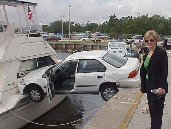 Машина зависла над водой