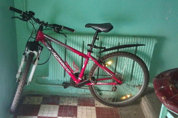Велосипед в подъезде
