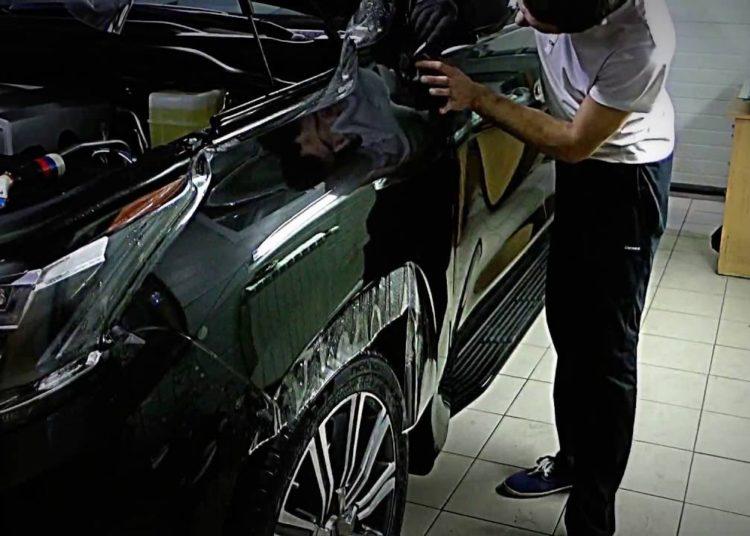 Оклейка автомобиля пленкой