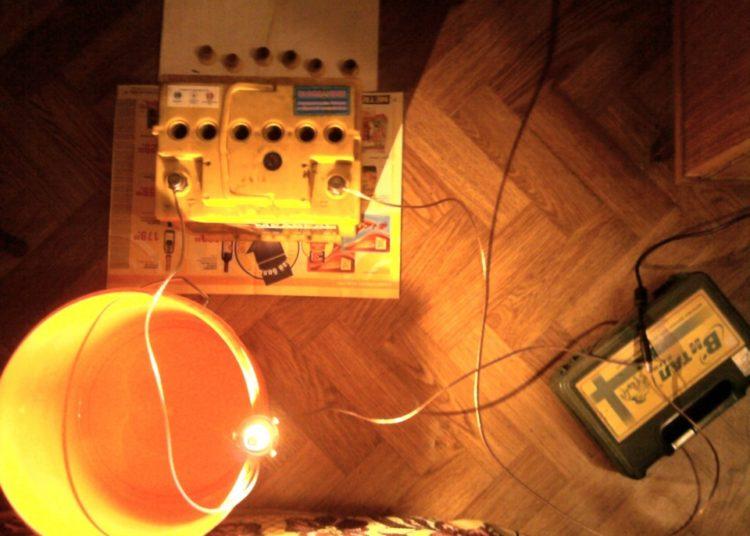 Лампа и зарядка от ноутбука