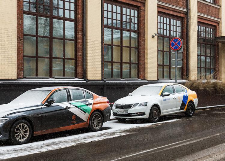 Две машины на обочине