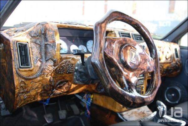 Деревянная панель управления автомобиля