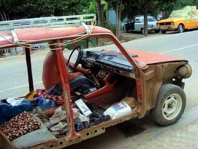 Машина без дверей и сидений