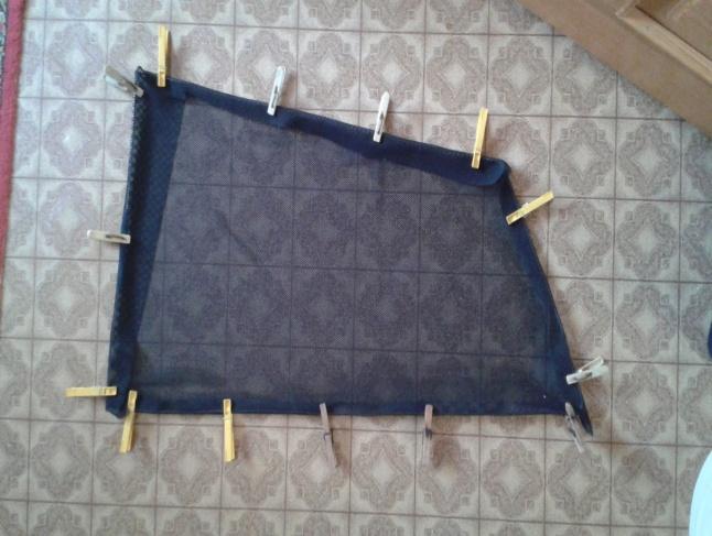 Ткань на каркасе и прищепки