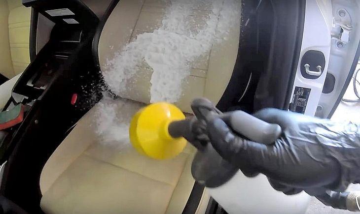 Мытье сиденья авто