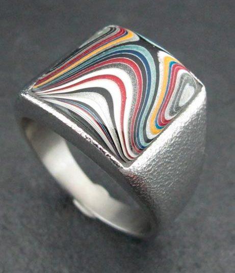 Кольцо с вставкой из фордита