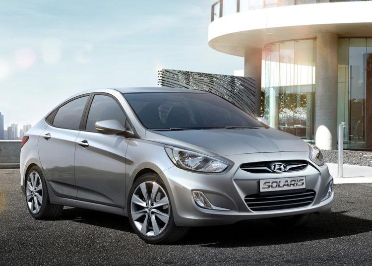 Hyundai Solaris серебристая