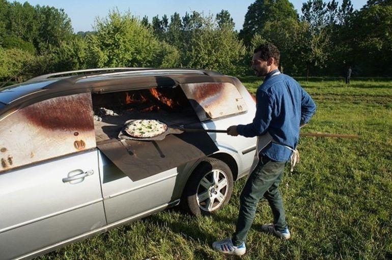 Выпекание пиццы в печи из автомобиля