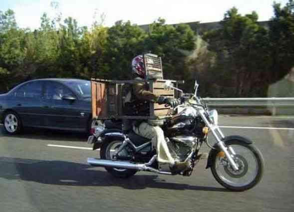 Мотоциклист в деревянных доспехах