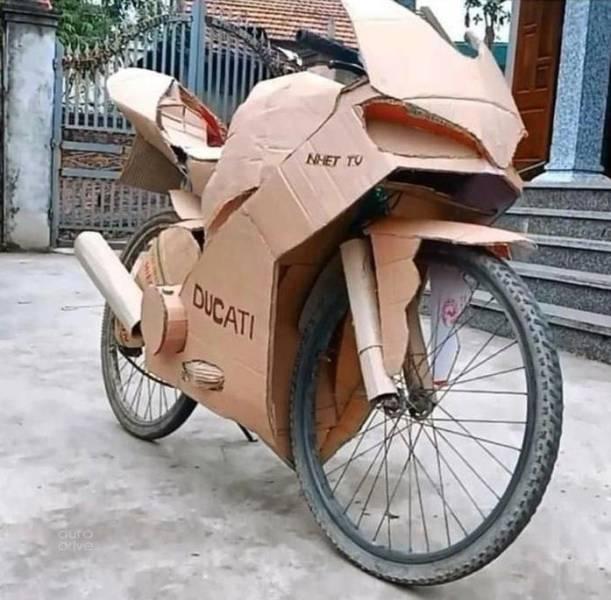 Картонный мотоцикл из велосипеда