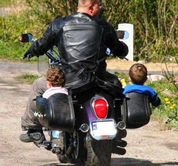 Дети на мотоцикле