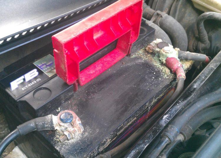 Старый аккумулятор авто