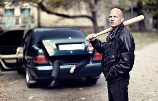 BMW 7-series E38 и бандит с битой