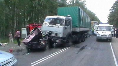Авария грузовика и легкового авто