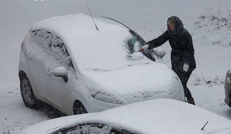 Очистка снега с машин