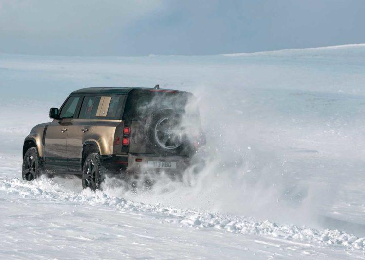 Новый Defender в снегу