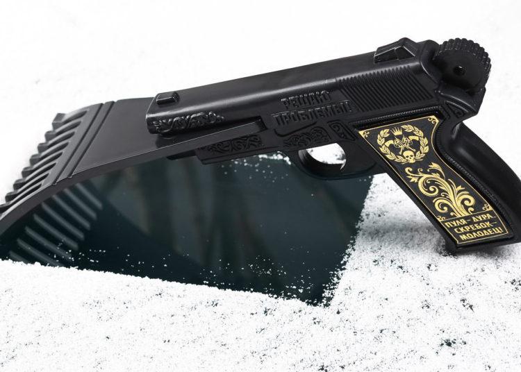 Скребок в виде пистолета