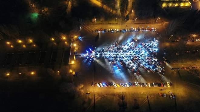 Елка из 1065 автомобилей в Харькове