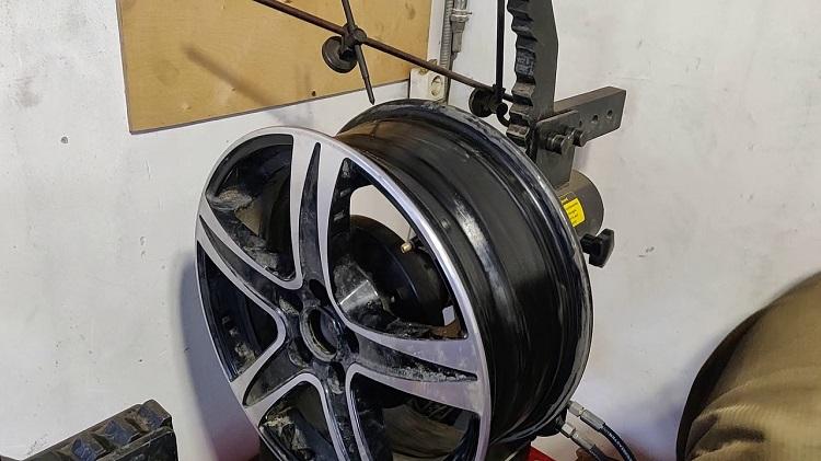 Выравнивание диска колеса