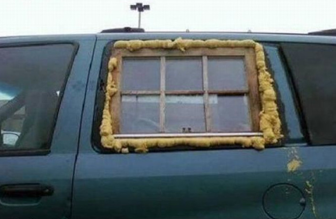 Дачное окно на пене в машине
