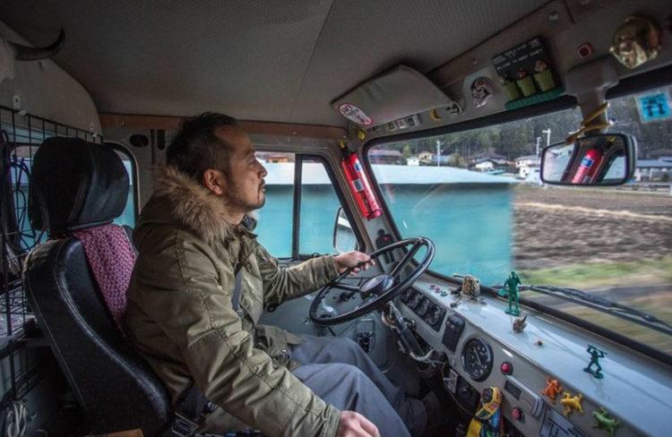 Водитель-японец в УАЗ