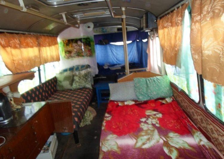 Комната в автобусе