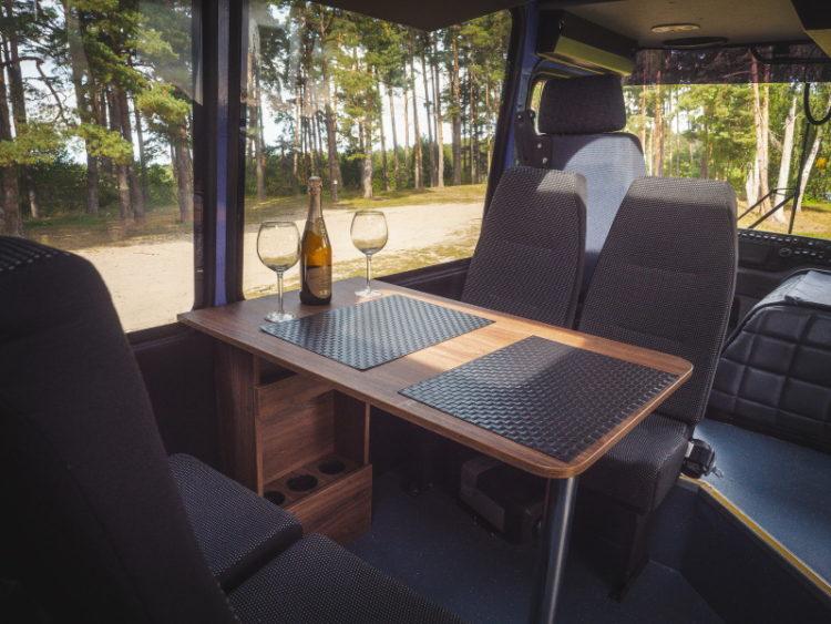 Стол и кресла в автодоме ПАЗ-3206