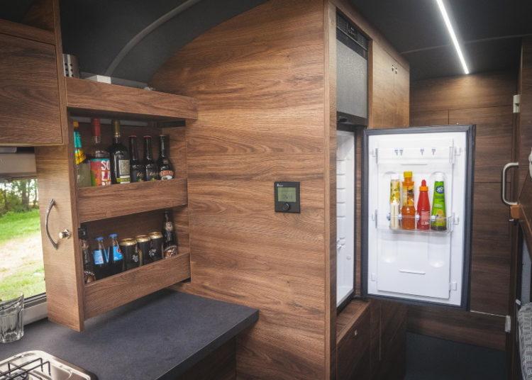 Кухня в автобусе-автодоме