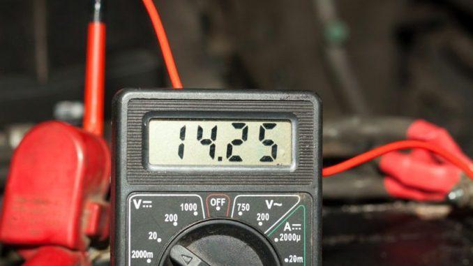 Напряжение на вольтметре 14,25