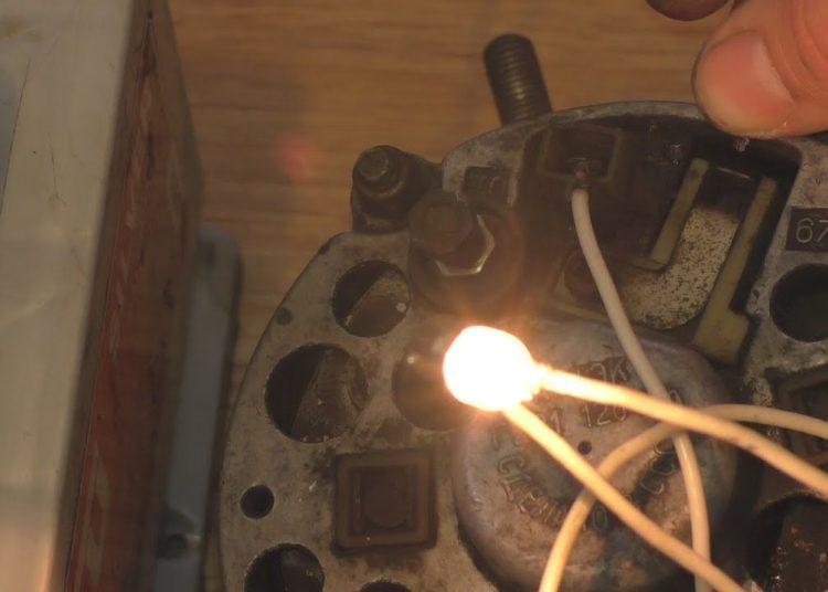 Генератор и лампочка от поворотника